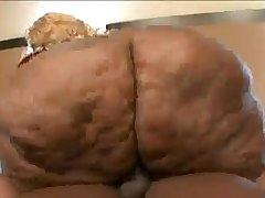 Gorda VIDEO COMPLETO EN  http://viid.me/qbOAp5