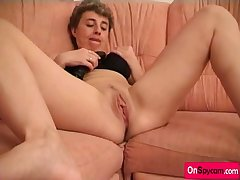 Older Lady Fingering And Putting Dildo In Cunt